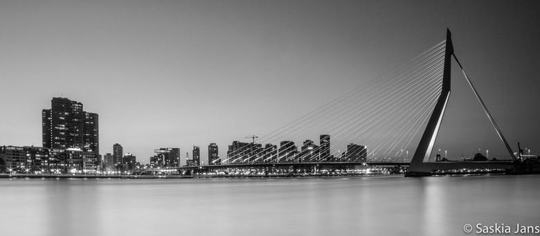 Erasmusbrug - Het icoon van de grote stad...<br /> De foto maakte ik tijdens de workshop City Lights afgelopen vrijdag die werd verzorgd en gegeven d