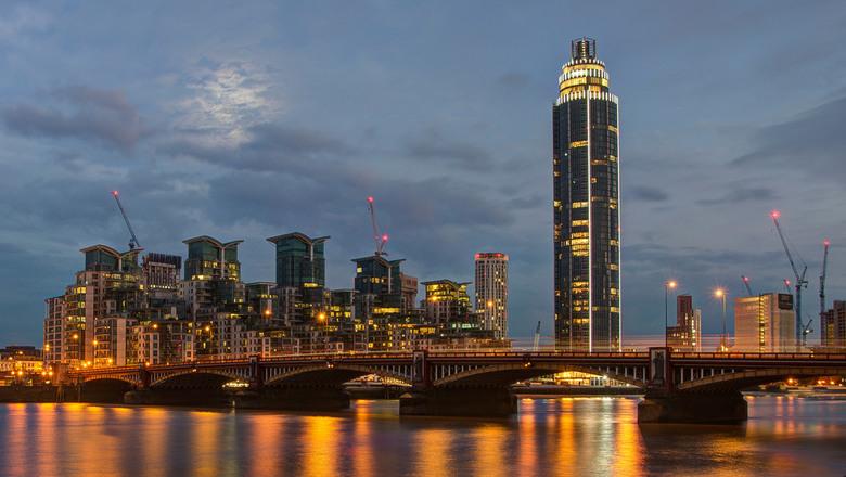 Londen - Vauxhall Bridge and Saint George Wharf - Londen - Vauxhall Bridge and Saint George Wharf