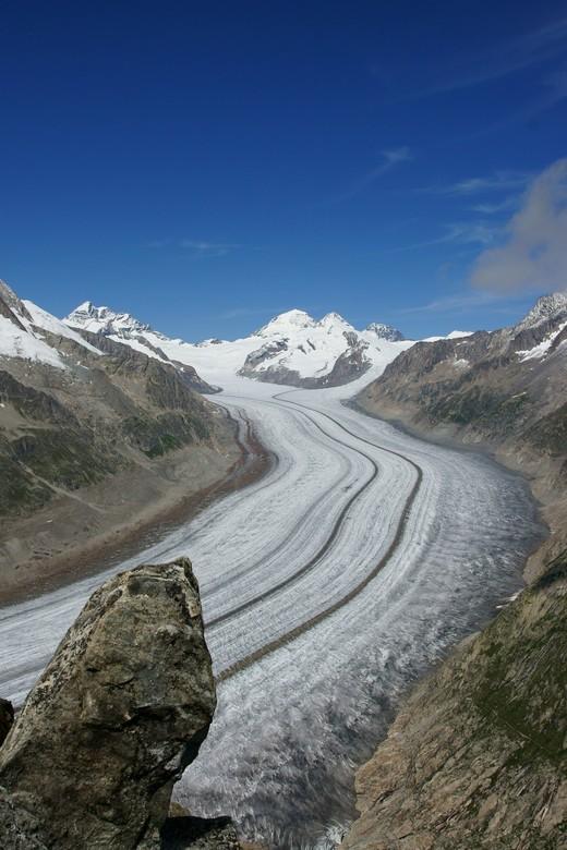Aletschgletsjer - De Aletschgletsjer is een gletsjer in de Alpen in Zwitserland in het kanton Wallis aan de zuidkant van de Berner Alpen.<br /> <br /
