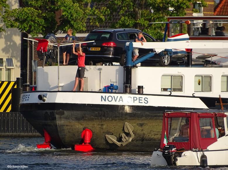 Nova Spes in de Voorzaan - Vakantie aan boord en net uit de sluis. Onderweg naar de volgende bestemming.