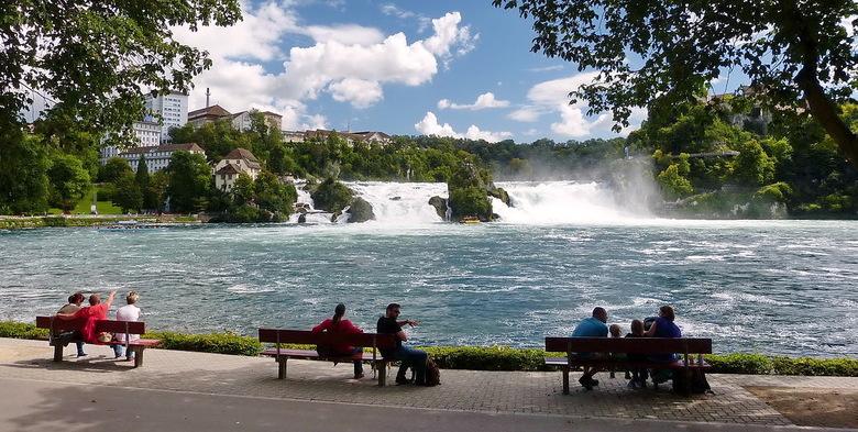 Waterval Schaffhausen. - Boulevard langs de waterval van Schaffhausen Zwitserland.<br /> Effies groot kijken scherper en mooier.<br /> 27 augustus 2