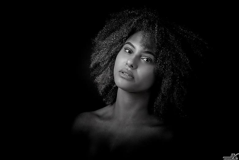 Judith in zwart-wit - Krachtig en prachtig portret van Judith
