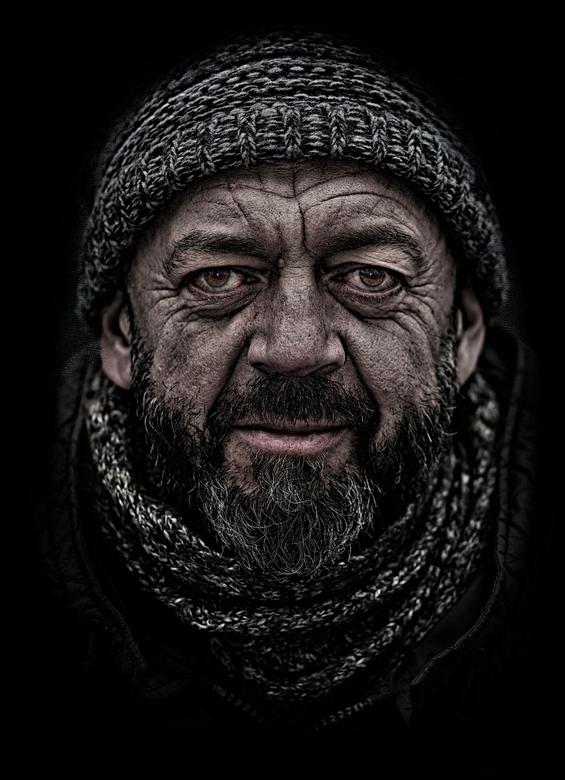 De werkmens.. - Tijdens een wandeling in Luik kwam ik deze man tegen,en ik mocht hem fotograferen, het getekend gezicht sprak me enorm aan....