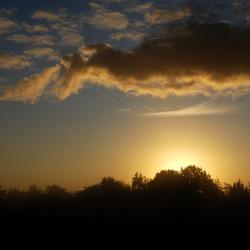 Zonsopgang boven de ochtenmist