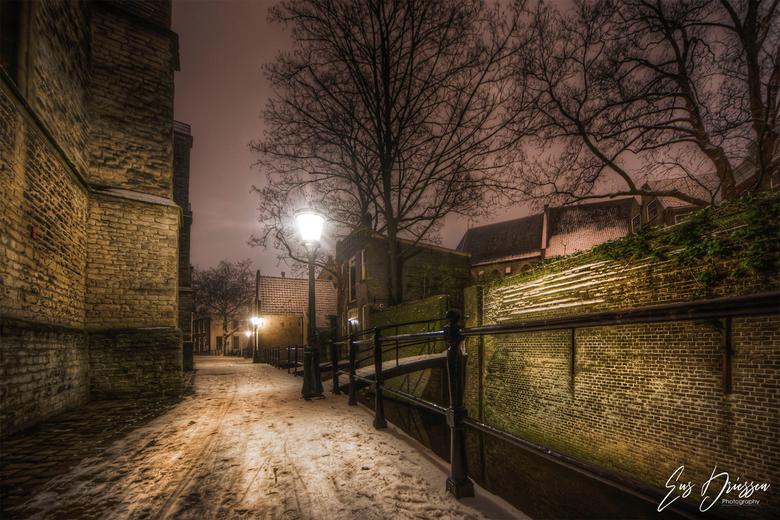 De oude straten van Gouda - Je waant je terug in de tijd in de oude straten van Gouda. Bedekt onder een laagje sneeuw wat weer pittoreske foto's