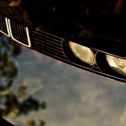 BMW 3 serie in spiegelbeeld