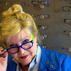Dame met bril 2