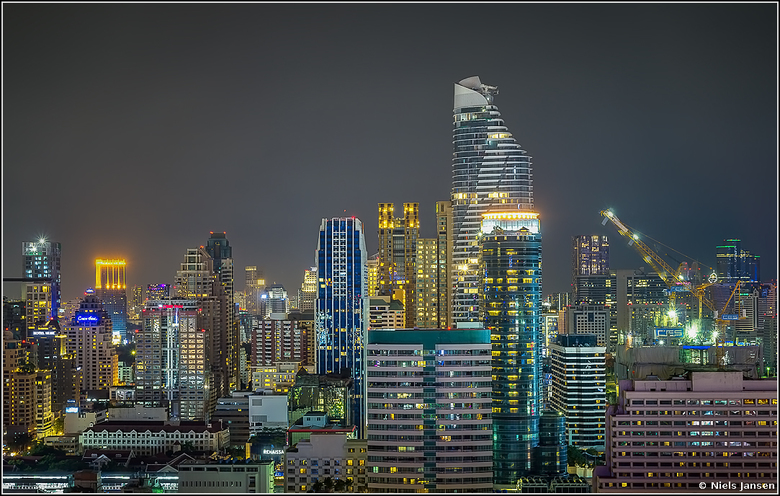 Windows - Bedankt voor jullie fijne reacties op &#039;Bangkok City Lights&#039;.<br /> <br /> Groet Niels<br /> <br /> Exif: ISO 100, f/10 op 38mm