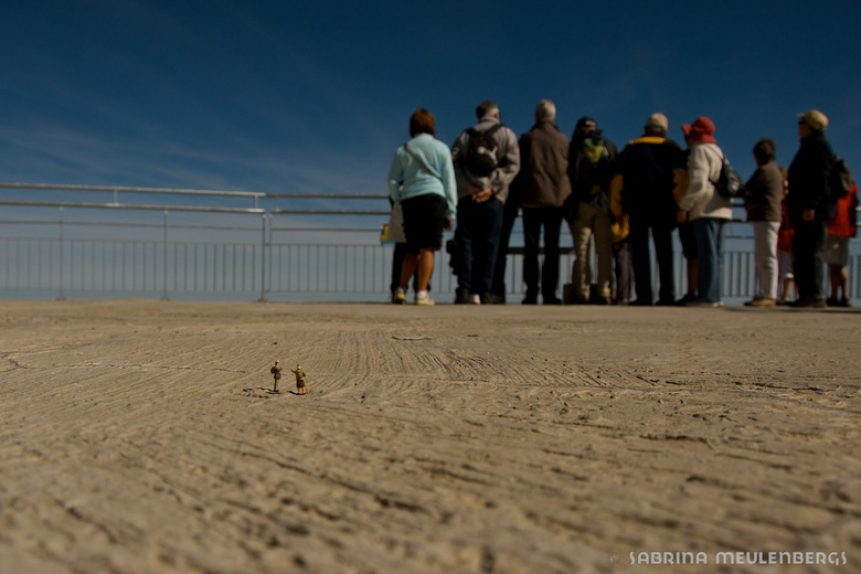 Toeristen - Ook de Teenyweenies houden van een reisje van tijd tot tijd. Hier zie je Sonja en Jef op de Pic du Midi de Bigorre, een van de meest majes
