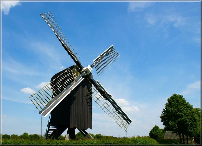 Voorbij die molen... - in Bourtange.. daar heb ik een poosje gestaan en aanschouwde dit moois.<br /> Ik wil het graag met jullie delen.<br /> <br />