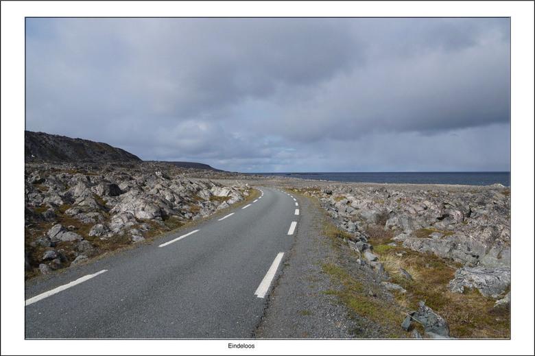 Eindeloos - Hamningberg is een klein vissersdorp in het hoge noorden van Noorwegen in de gemeente Båtsfjord. Het is gelegen aan de Barentszzee op het