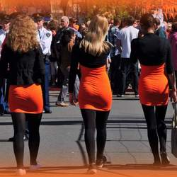Drie stemmig geklede dames