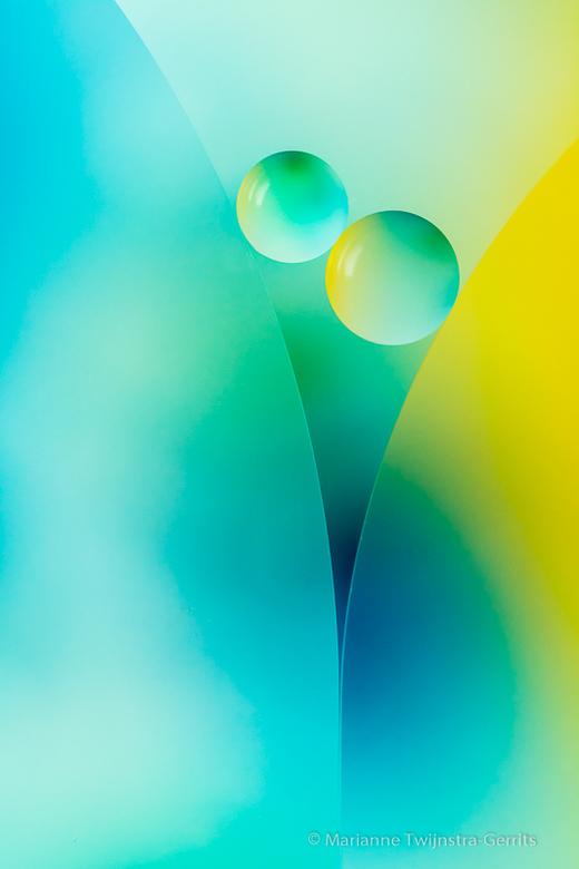 oliedruppels op water - Creatief met olie en water