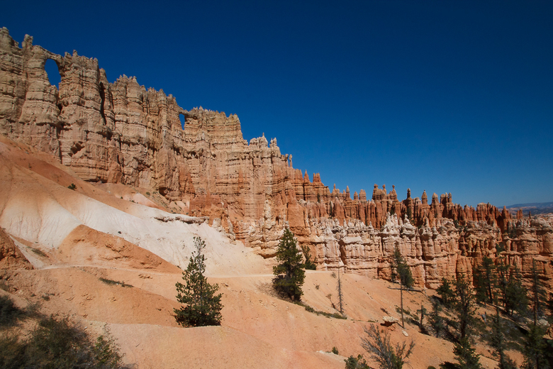 Wall of windows - Bryce Canyon -