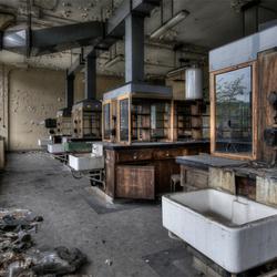 verlaten  laboratorium in een Belgische kennisfabriek