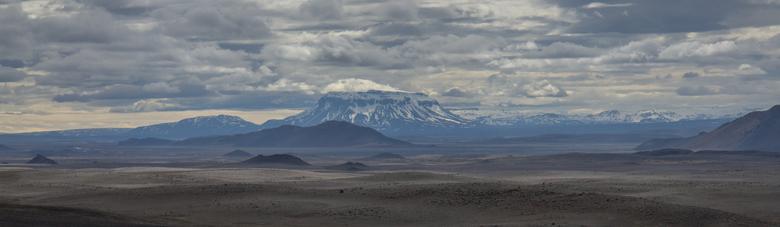 IJsland, de tafelberg Herðubreið