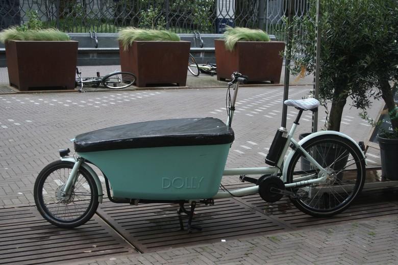 IMG_9039 Bakfiets Dolly - Harde wind, gewone fietsen waren omgewaaid, stoere bakfiets niet