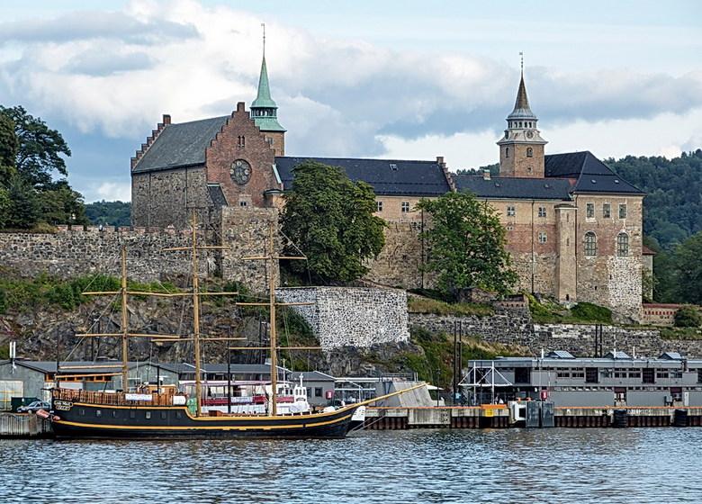 Akershus Slott Oslo. - Akershus Slott Oslo is een dertiende-eeuws kasteel.<br /> Gelegen in de haven van de stad, bij Aker Brygge.<br /> Het Akershu
