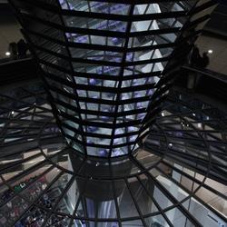 spiegelzuil en interieur Reichstag