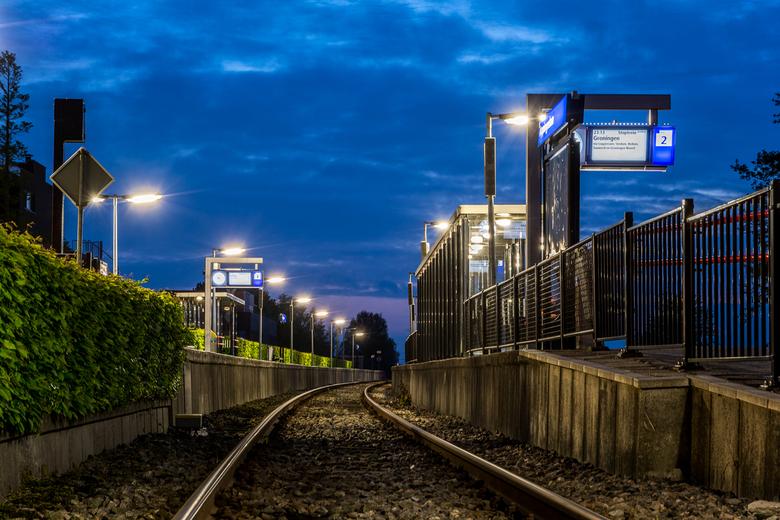 Station Appingedam - Het blauwe kwartiertje boven station Appingedam. Een paar weken eerder werd ik getroffen door het contrast tussen de diepblauwe l