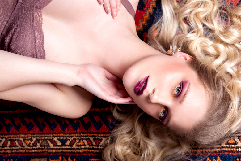 Persian Rugs - Model: Melanie @ Embrace model management<br /> Makeup/haar: Sophie van Bijleveld<br /> Styling, foto, retouch: Stephanie Verhart