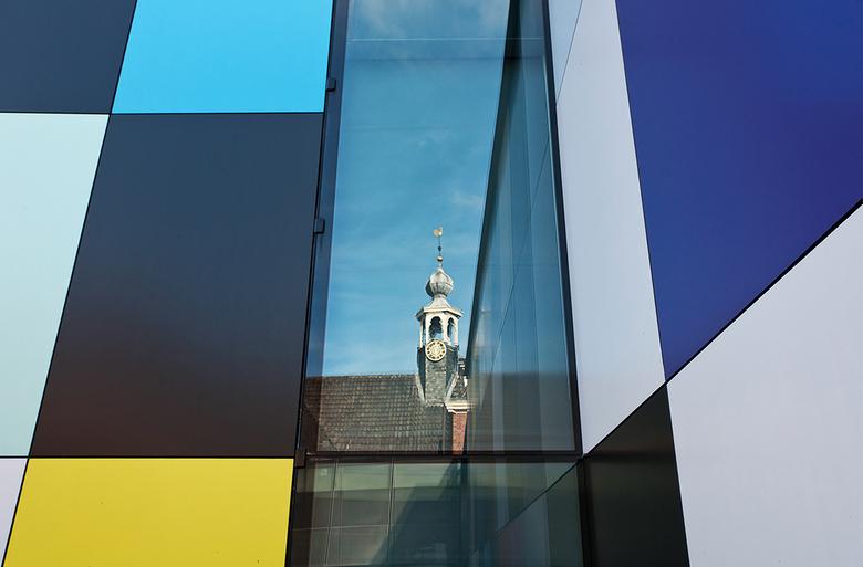 Moti museum-5 - reflectie op de binnenplaats.