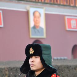 Chinese soldaat voor de Tiananmen poort