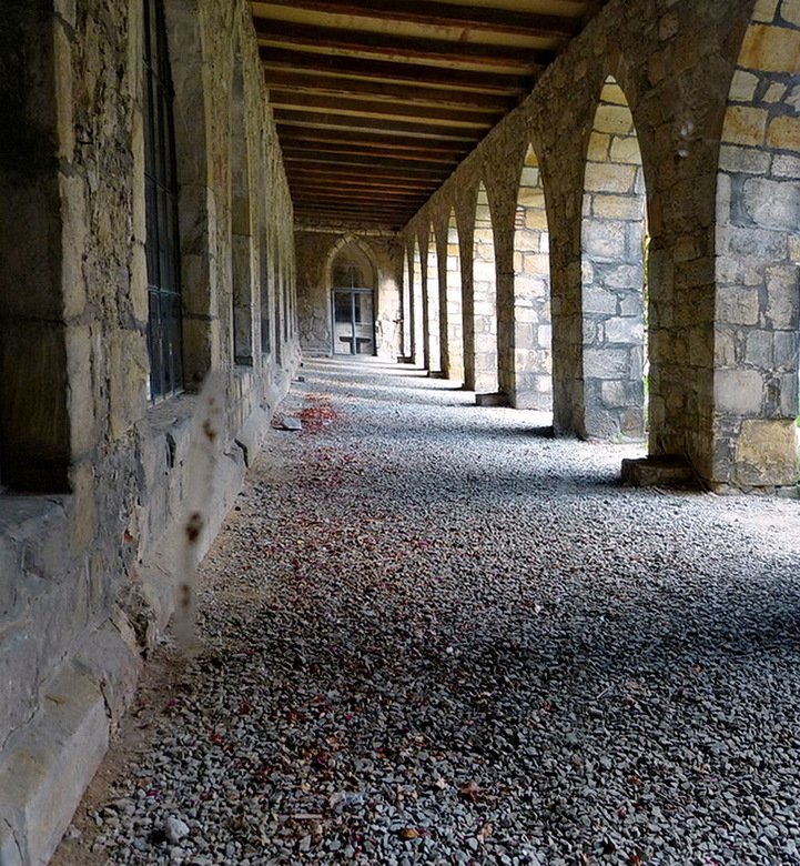 Klooster Michaelstein 12. - Binnenplaats klooster Michaelstein omgeving Blankenburg (Harz gebied) Duitsland.<br /> 21 september 2015.<br /> Groetjes