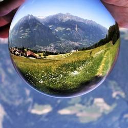 Dolomieten door een Lensball