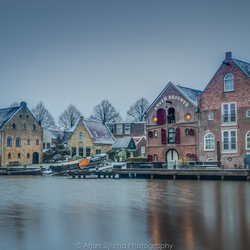 Oude pakhuizen in de winter