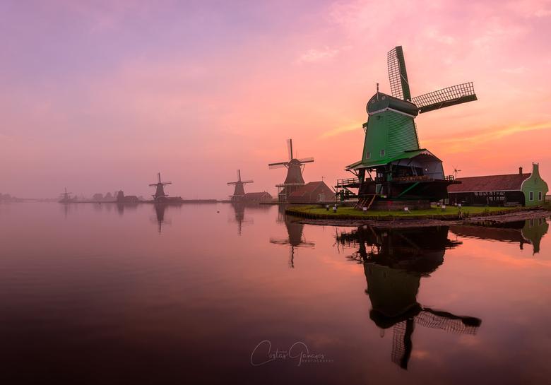 A misty morning by the Zaanse Schans