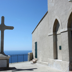 kerk met uitzicht op zee!