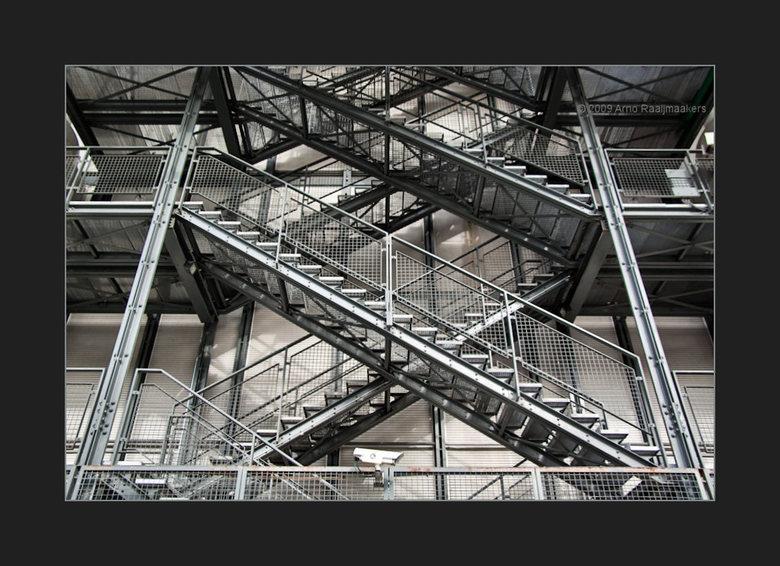 Parijs Centre P.5/5 - Centre Pompidou is ook de moeite waard.<br /> De gevel van het gebouw is een wirwar van pijpen en buizen<br /> <br /> Ik vond