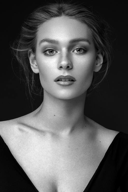 Classic Beauty - PHOTOGRAPHY - Karin van Berkel<br /> MAKE UP - Muabi @ FaceFacts Academy<br /> MODEL - Sanne Meijerhof