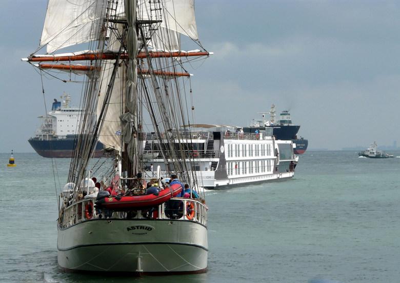File varen - Deze foto is gamaakt tijdens een maritiem festival te Vlissingen (groot zien)