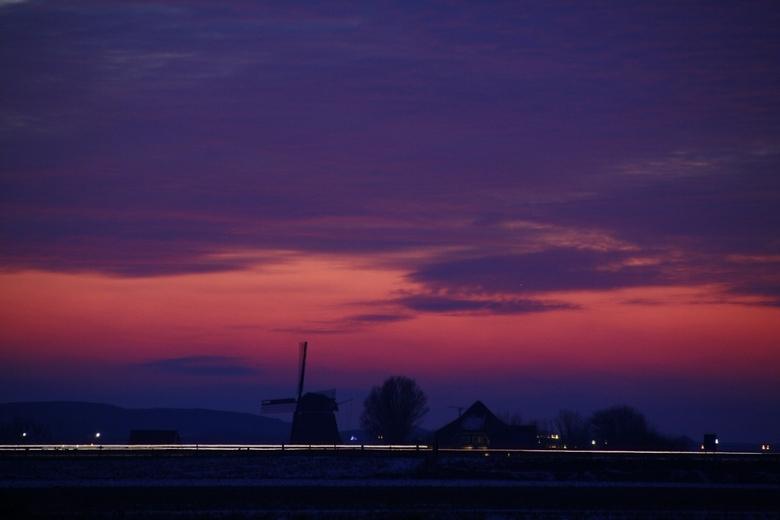 Zonsondergang - Mooie zonsondergang met de duinen van Schoorl op de achtergrond