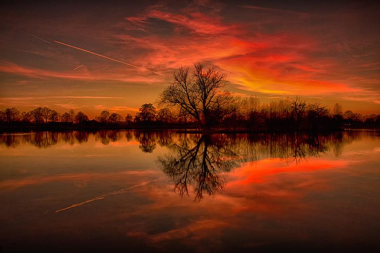 Beautiful Sunset - In de winter heb je vaak prachtige zonsondergangen, helaas de laatste weken niet, deze is dan ook van vorige maand.<br /> <br />
