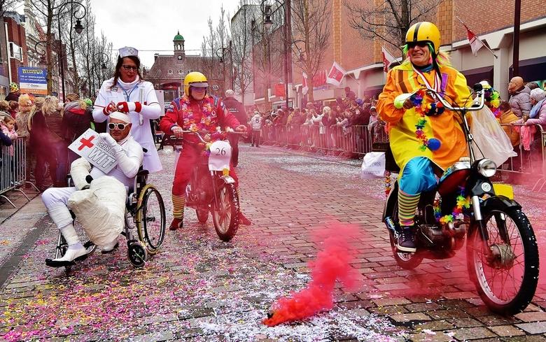 Carnaval ... - ...Carnaval binnenstad Begijnhof Dordrecht 2019.