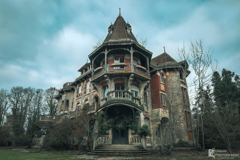 Dit wat een verhaal heeft. - Het huis met een verhaal. Een verhaalt dat al begon toen het net begon.