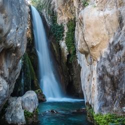 Kleurrijke waterval