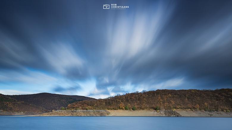 Moving Clouds - Foto's maken met een lange sluitertijd blijf ik geweldig vinden. Deze foto heb ik gemaakt in de herfst in de Eifel in Duitsland.
