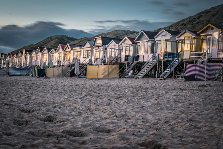 Strand Vlissingen - Vakantiehuisjes aan het strand bij Vlissingen tijdens zonsondergang