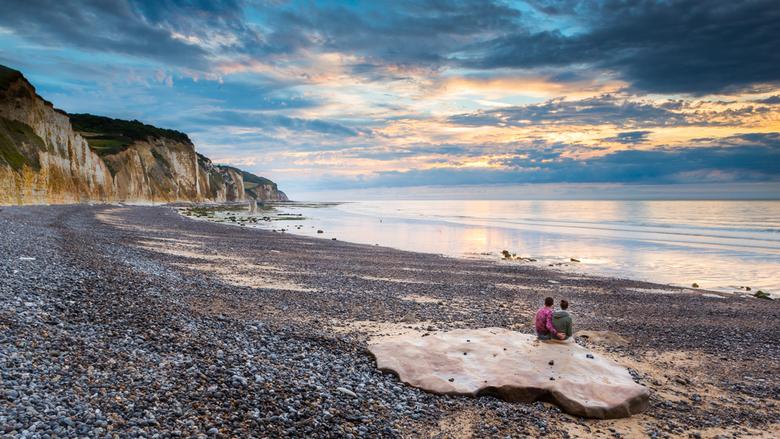 Love - Samen genieten van een zonsondergang aan de kust van Frankrijk. Heerlijk van die vakantie momenten dat je kan genieten van alles.