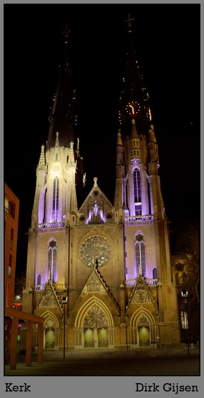 Kerk te Eindhoven - Beetje onscherpe HDR foto van de Catharina kerk te Eindhoven. Lastig om een foto van te maken zonder reclame borden, bijgebouwen o