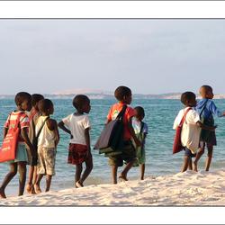 Kids op weg naar school...