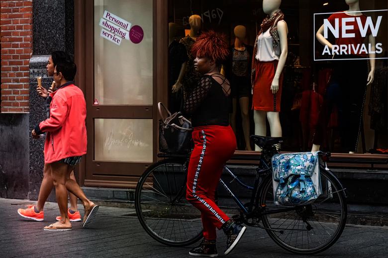 New Arrivals - Ze hebben er geen oog voor. Ze zullen wel persoonlijk shoppen via internet.