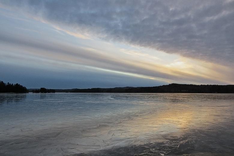 Rond een uur of vijf... - gistermiddag ( 18febr2014) eindelijk weer eens kunnen genieten van een zonsondergang, niet eerder (onze 8e winter hier in No