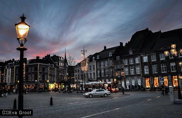 Maastricht. - By night.