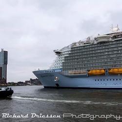 De Harmony komt aan in Rotterdam