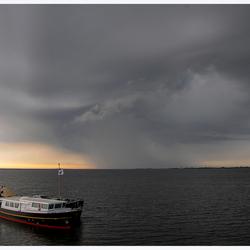 Onweer nabij Oostmahorn /Lauwersmeer